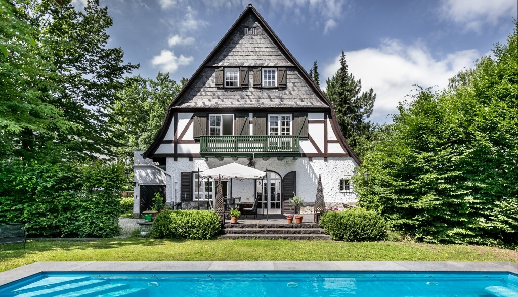 Erfolgreicher Verkauf: Stilvoll modernisierte Fachwerk-Villa im ...